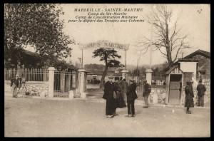 Un exemple de camp, carte postale de l'entrée du camp Ste-Marthe, AD13 - 6 Fi 12111